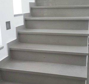 מדרגות שיי גריי בוילה פרטית - מבט לכיוון העליה