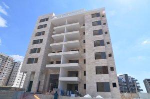 פרויקט דלקל בוטיק - חיפוי בניין בורדור בז' - מבט לחזית