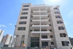 חיפוי בניין בורדור בז' בפרויקט דלקל בוטיק - מבט לחזית מהרחוב