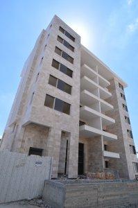 חיפוי בניין בורדור בז' בפרויקט דלקל בוטיק - מבט לחזית צד