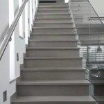 מדרגות שיש שיי גריי - מבט לכיוון העליה